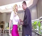 Reife und heiße vollbusige MILF in der Bib - Drpornofilme.com